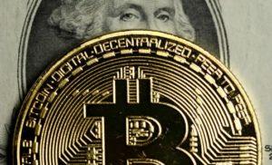 Bitcoin potrebbe raggiungere 15.000 dollari entro fine luglio secondo John McAfee